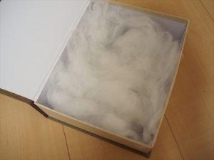 【手作りティアラケース】綿を敷き詰める